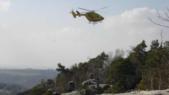 Rettungshubschrauber über dem Rauenstein