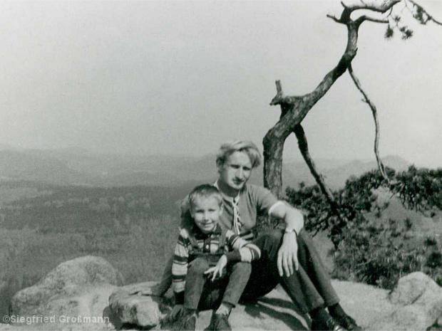 Vater und Sohn vor 40 Jahren.