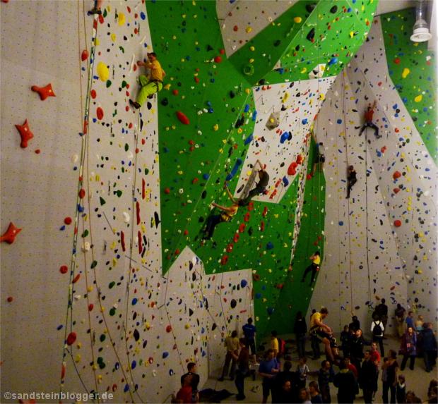 Zahlreiche Kletterfreunde in der neuen SBB-Halle