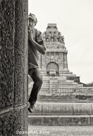 Kletterer vor dem Völkerschlachtdenkmal