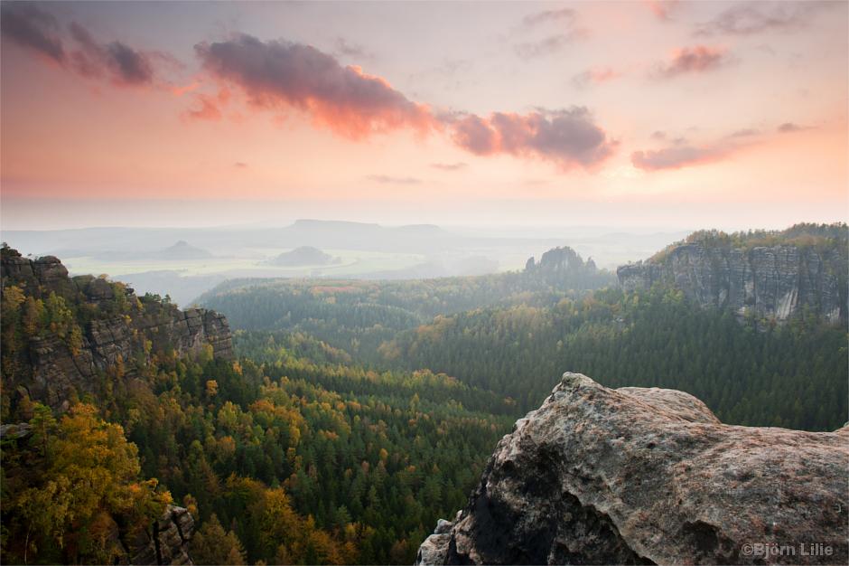 Herbstnebel über dem Schmilkaer Gebiet