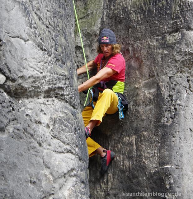 Kletterer im Riss