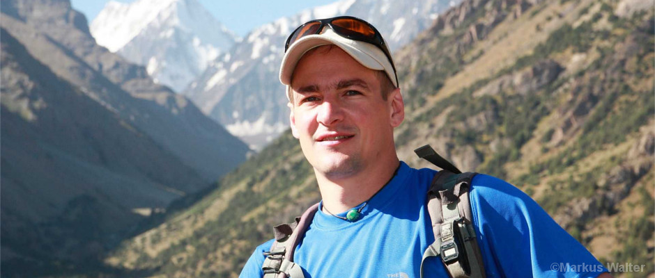 Markus Walter vor Bergkulisse in Kirgistan