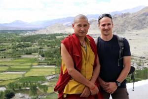 Markus Walter mit Mönch in Ladakh