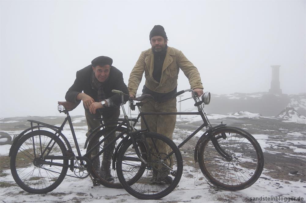 Mit den Fahrrädern auf dem Gipfel des Großen Zschirnstein