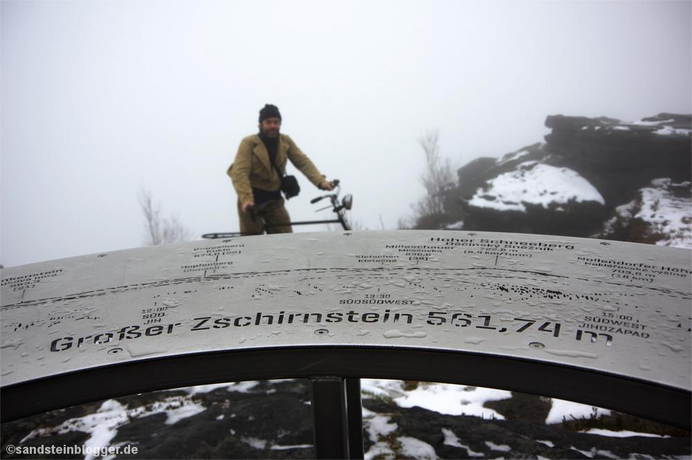 Orientierungstafel auf dem Gipfelplateau