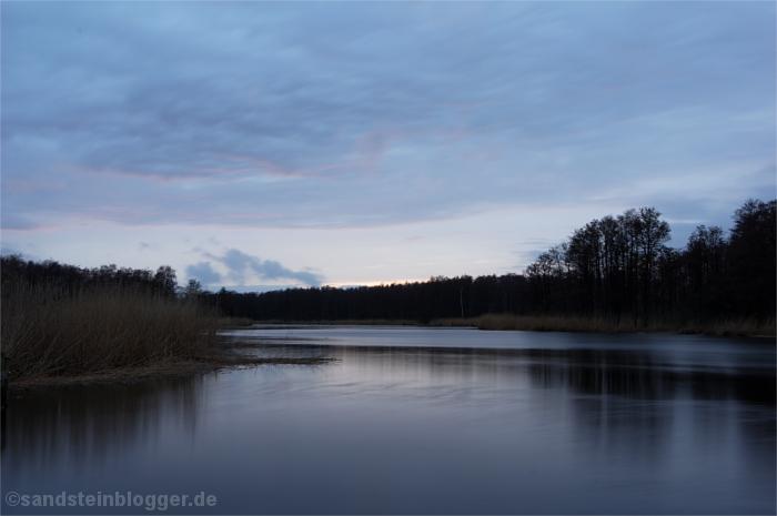 Flusslauf im Abendlicht