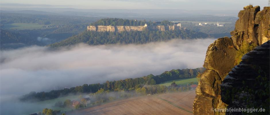 Festung Königstein im Morgennebel