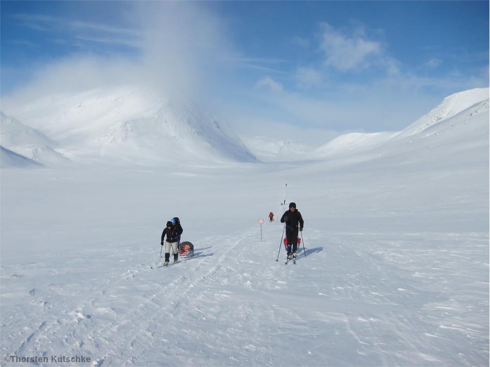 Skifahrer unterwegs im Fjell