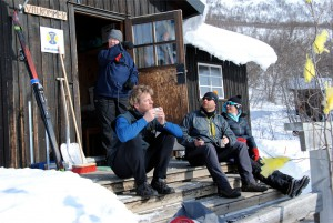 Teepause vor der Hütte