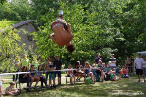 Salto auf der Slackline - Lukas Huber