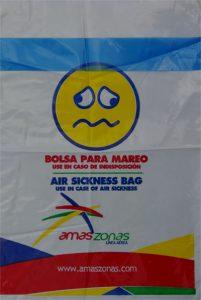 Die bolivianische Inlands-Fluglinie Amaszonas reitet die Smiley-Welle.