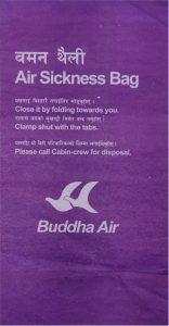 Wenn selbst Beten nicht mehr hilft - eine Tüte der nepalesischen Fluglinie Buddha Air.