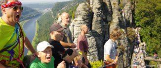 Chormitglieder der Bergfinken auf dem Neurathener Felsentor