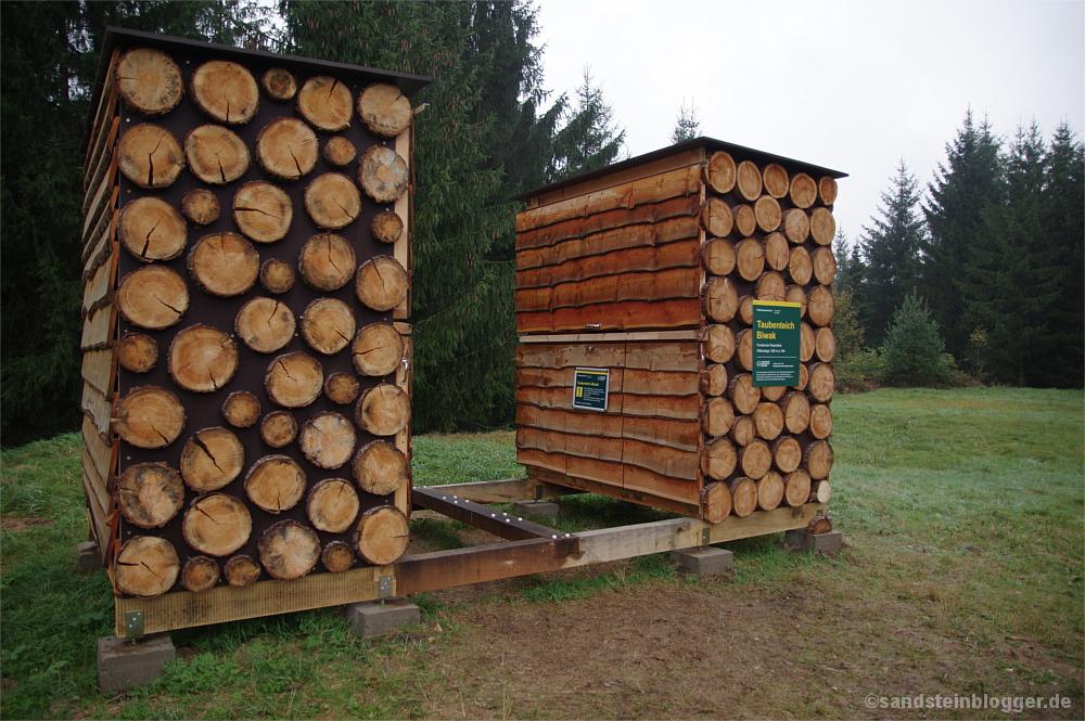 Einem Insektenhotel nicht ganz unähnlich, aber von der Konstruktion durchaus clever und praktisch. Die Biwakbox geschlossen.