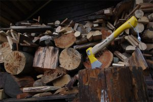 Brennholz und Axt