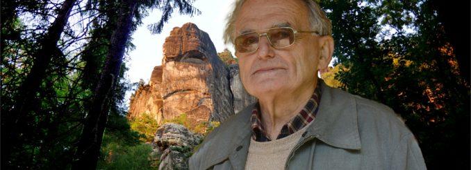 Forstmann Dietrich Graf vor Felskulisse
