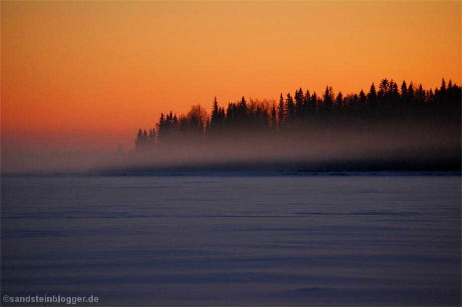 Sonnenuntergang mit heraufziehendem Nebelfeld