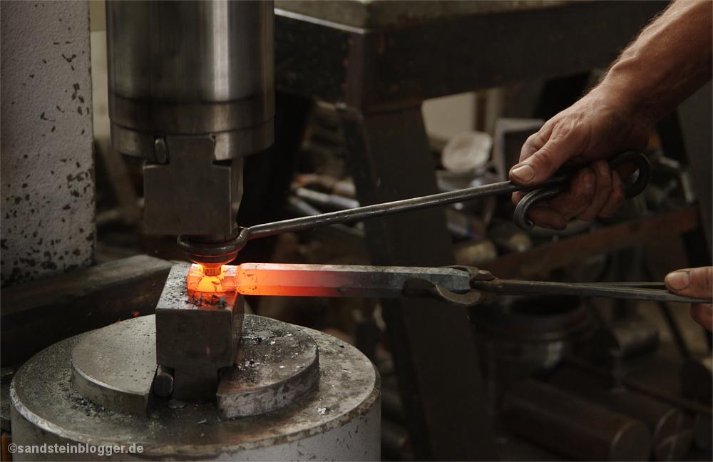 Maschinenhammer, glühender Eisenschaft