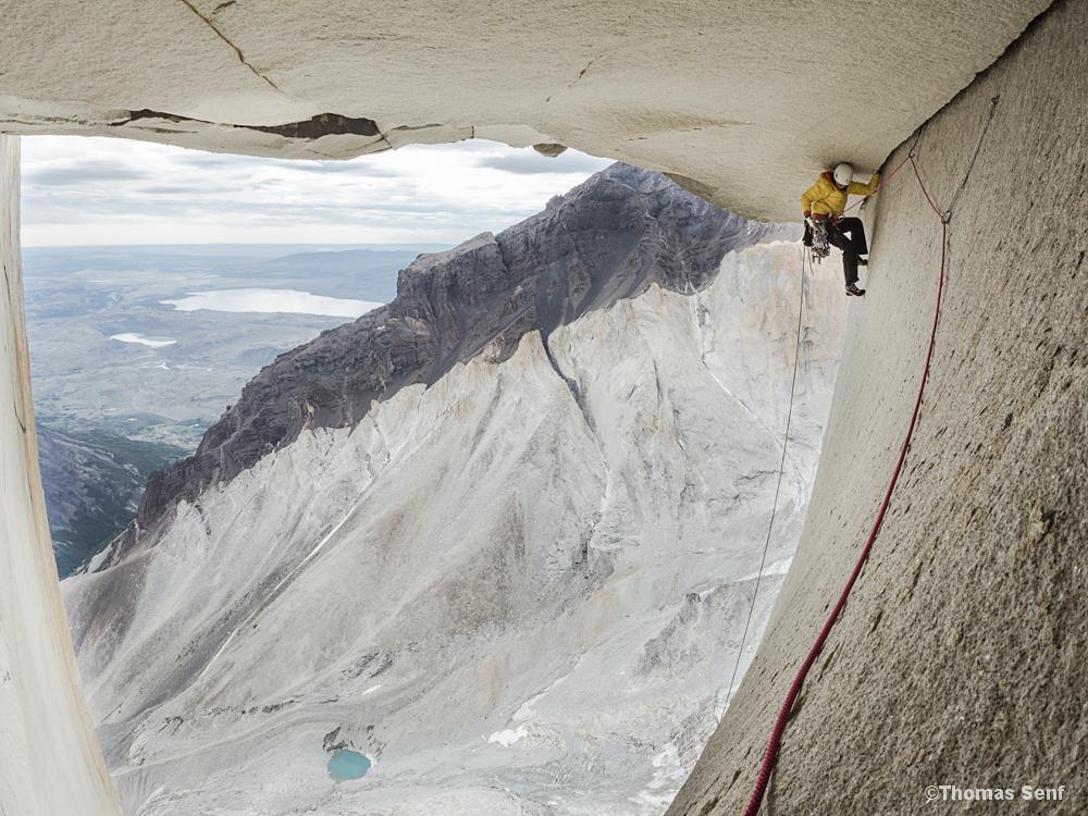 Die deutsche Extremkletterin Ines Papert klettert das Rosendach der Route Riders on the Storm