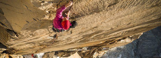 Die Neuseeländische Extremkletterin Mayan Smith-Gobat klettert in Patagonien die legendäre Ostwand des Torre Central