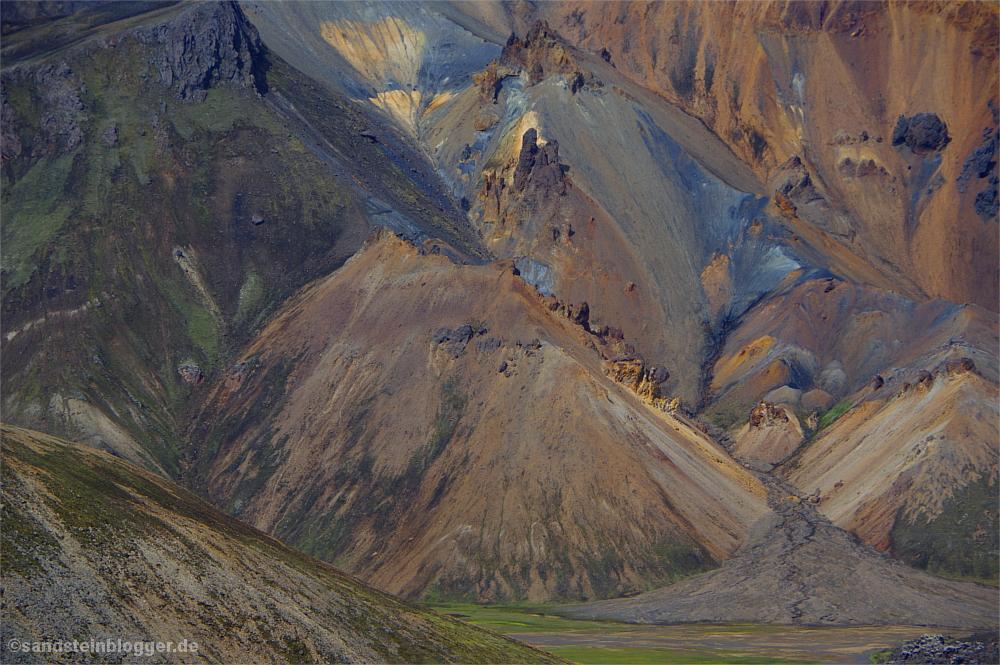Bunt schillernde Berge