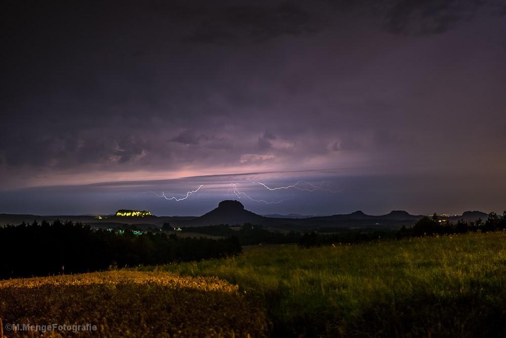 Blitze über dem Lilienstein
