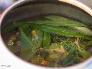 Teeaufguss aus Wiesenkräutern