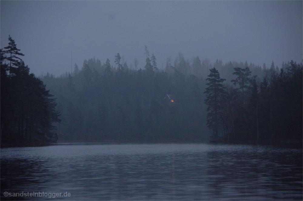 Eine Hütte in den Wäldern