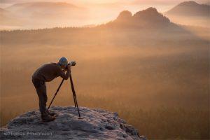 Fotograf auf Aussicht im Elbsandsteingebirge