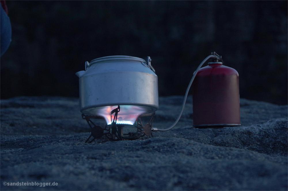 Kocher mit Teekessel
