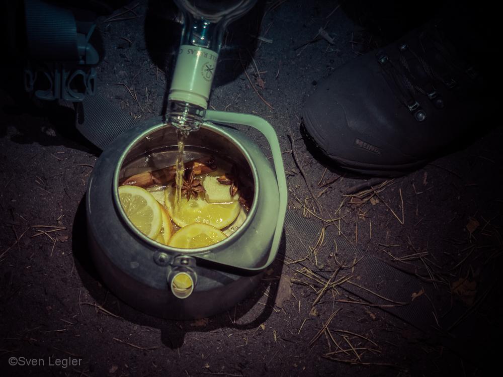 Glühwein in einer Alu-Kanne