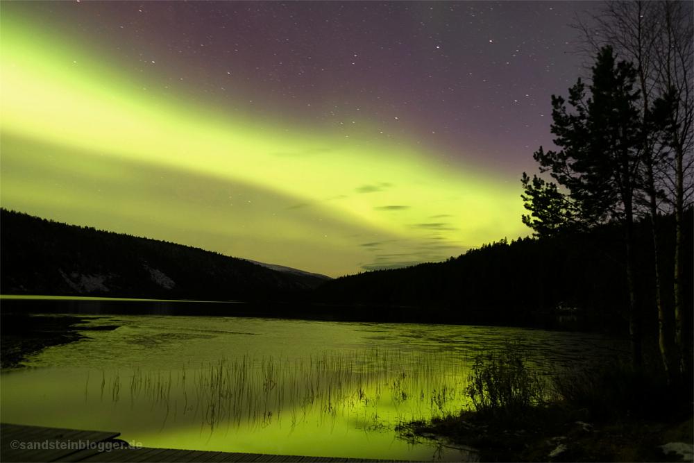 Polarlichter überm Fluss