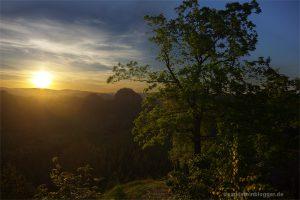Sonnenaufgang über Felslandschaft