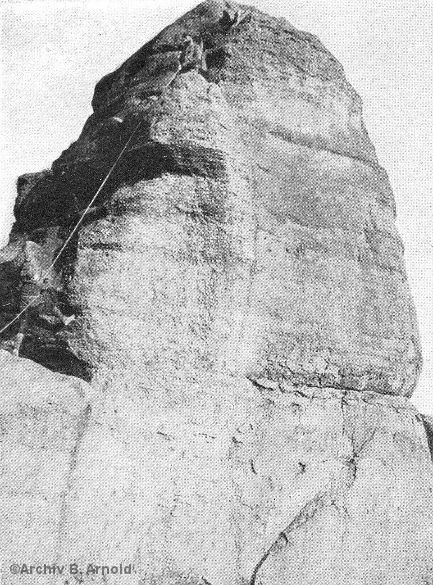 Historisches Foto mit Kletterern und Felsgipfel