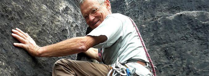 Kletterer an Felswand
